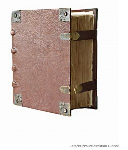 Polizeifund- 380 Jahre alte Luther Bibel